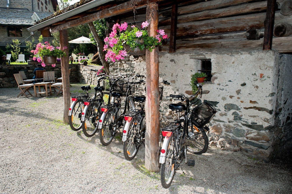 Bicycling, Hotel du Grand Paradis