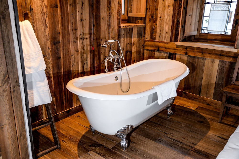 Deep Soaking Bathtub, Hotel du Grand Paradis