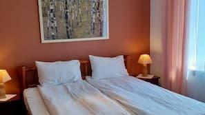 4 bedrooms, Egyptian cotton sheets, premium bedding, blackout drapes