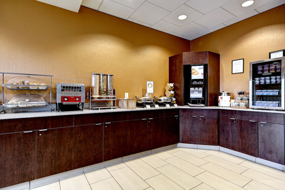 Breakfast Area, Fairfield Inn & Suites by Marriott Harrisburg West