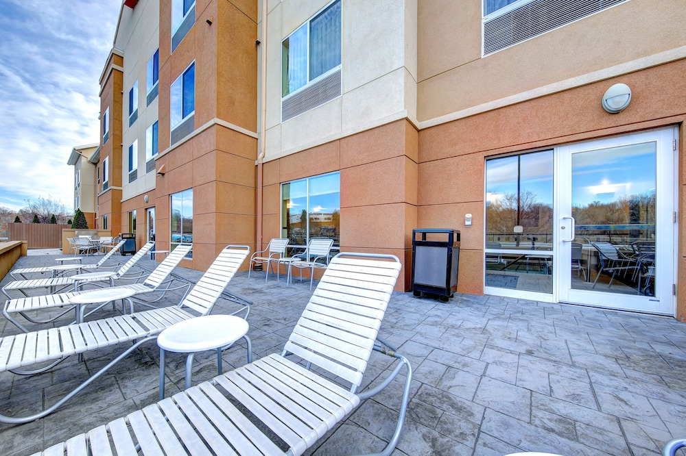 Terrace/Patio, Fairfield Inn & Suites by Marriott Harrisburg West