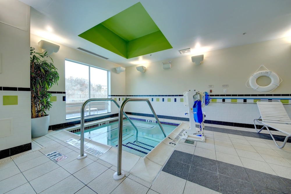 Indoor Spa Tub, Fairfield Inn & Suites by Marriott Harrisburg West