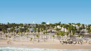海灘、白沙、躺椅、沙灘巾