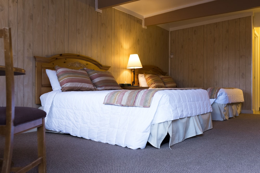 Room, Ski Lift Lodge & Cabins