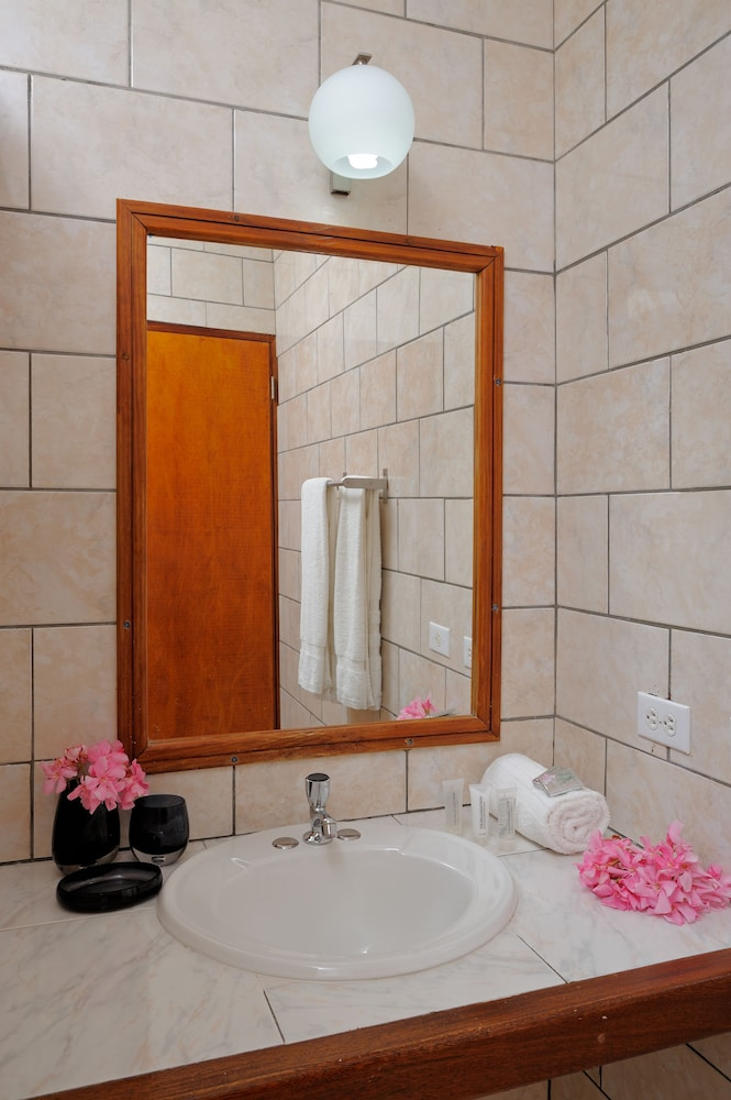 Bathroom, Eden Beach Resort