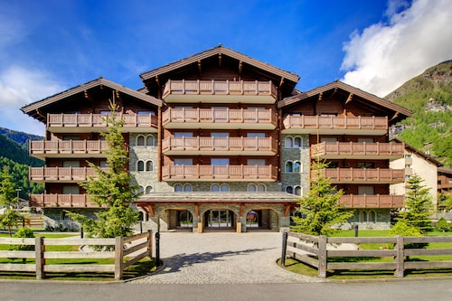Mountain Exposure Luxury Chalets & Penthouses & Apartments
