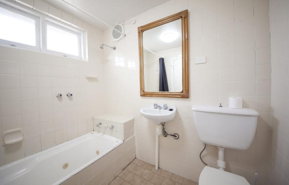 Bathroom, The Manly Hotel Est. 1964