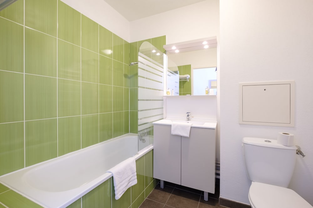 Bathroom, All Suites Appart Hotel Dunkerque