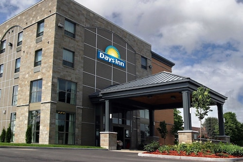 Days Inn by Wyndham Levis