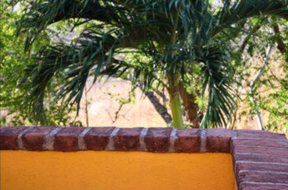 El jardin hotel restaurant reviews photos rates for Cafe jardin menu