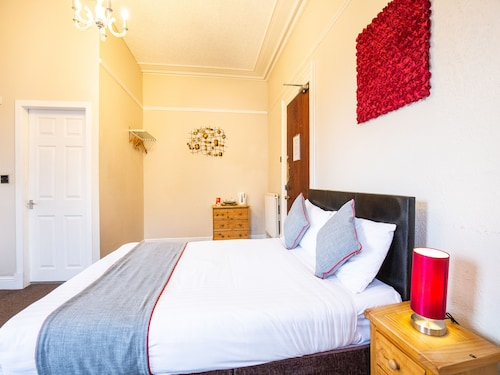 OYO Lost Guest House - Aberdeen