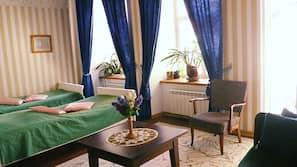각각 다른 스타일의 객실, 각각 다르게 가구가 비치된 객실, 책상, 다리미/다리미판