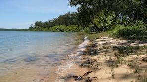 私家海滩、白沙、沙滩椅、沙滩毛巾