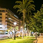 Voorkant hotel - avond/nacht