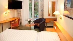 Daunenbettdecken, Schreibtisch, schallisolierte Zimmer, kostenloses WLAN