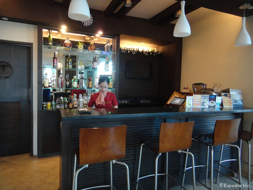 Bar, Sarrosa International Hotel and Residential Suites