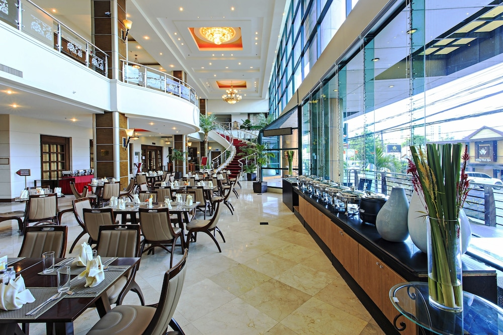 Breakfast buffet, Sarrosa International Hotel and Residential Suites