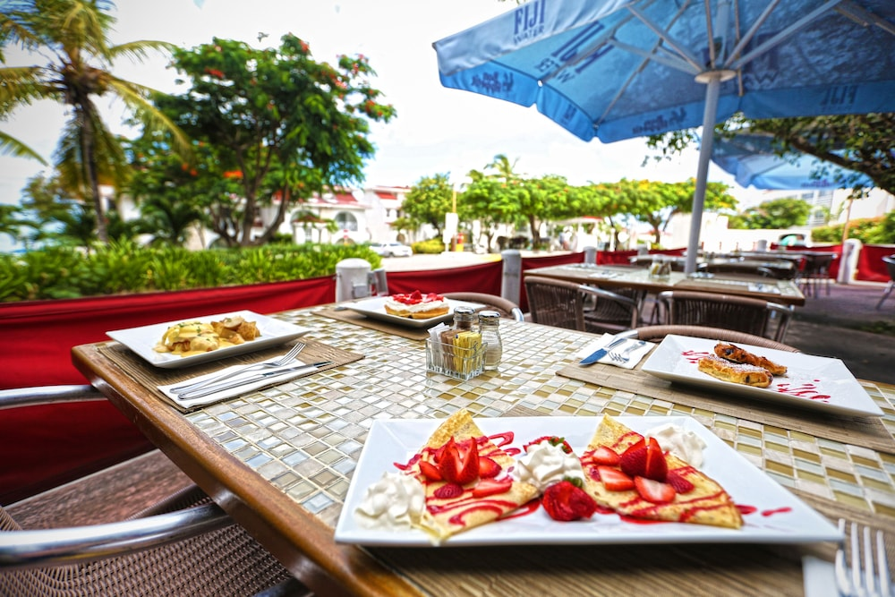 Outdoor Dining, The Villas at Simpson Bay Beach Resort and Marina