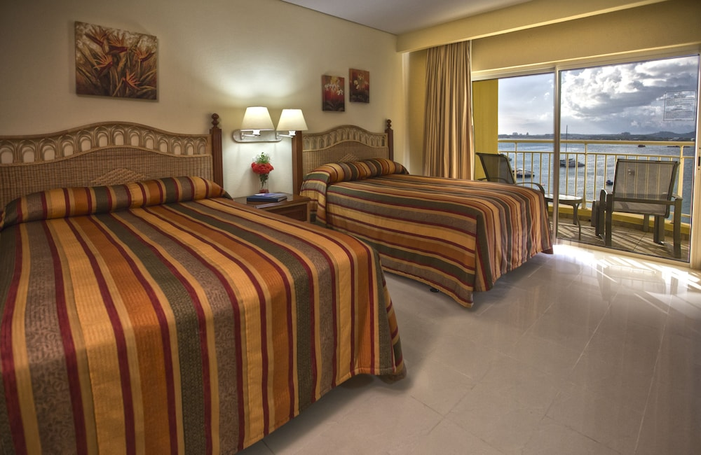 Room, The Villas at Simpson Bay Beach Resort and Marina
