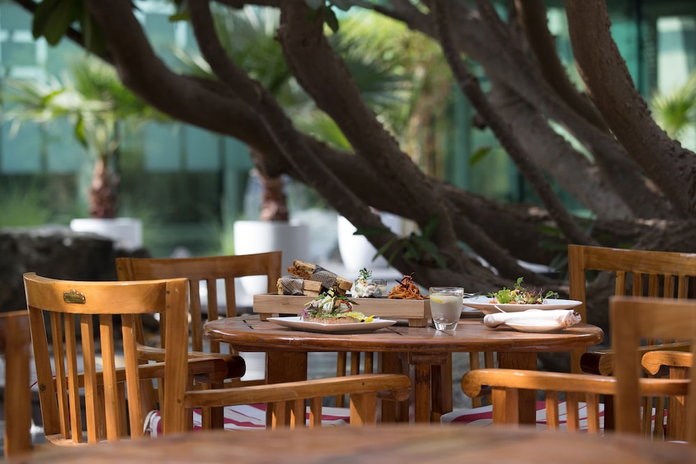 Outdoor Dining, Jumeirah Creekside Hotel