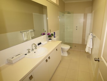Deluxe Apartment, 3 Bedrooms, Marina View - Bathroom