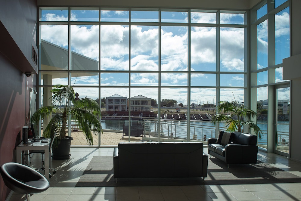 Wallaroo Marina Apartments 4 0 Out Of 5 View From Hotel Featured Image Interior Entrance