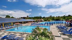 2 piscine coperte, 5 piscine all'aperto, ombrelloni da piscina