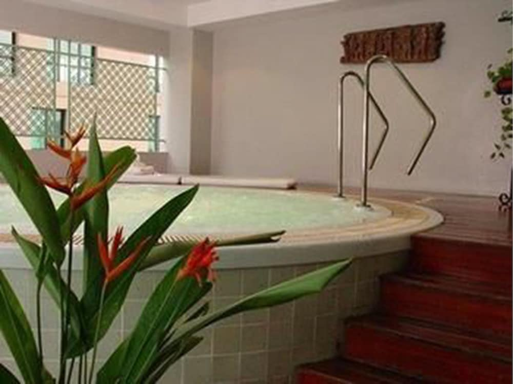 Indoor Pool, Cape House Langsuan Hotel