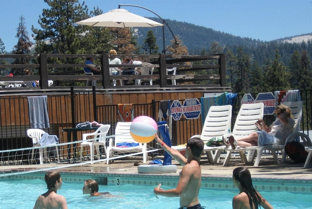 Pool, Montecito Sequoia Lodge