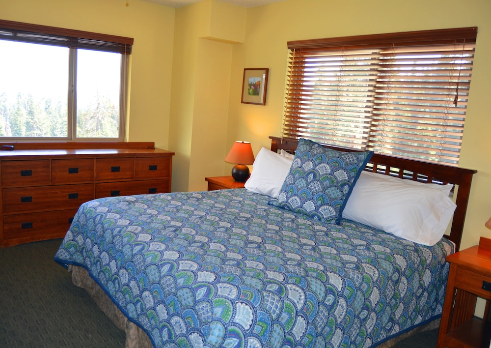 Room, Montecito Sequoia Lodge