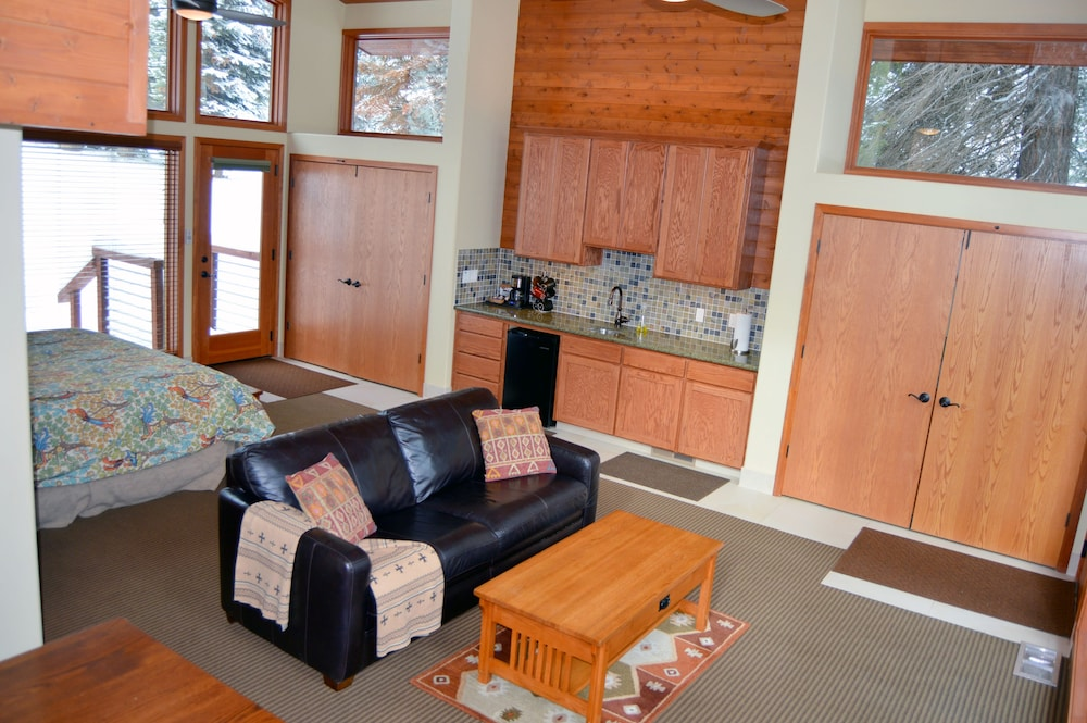 Living Area, Montecito Sequoia Lodge