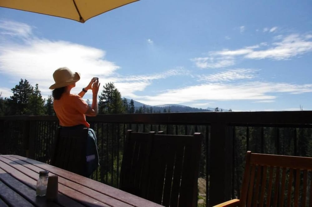 Mountain View, Montecito Sequoia Lodge