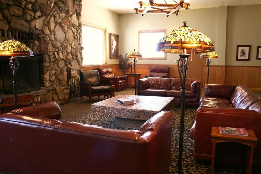Lobby, Montecito Sequoia Lodge