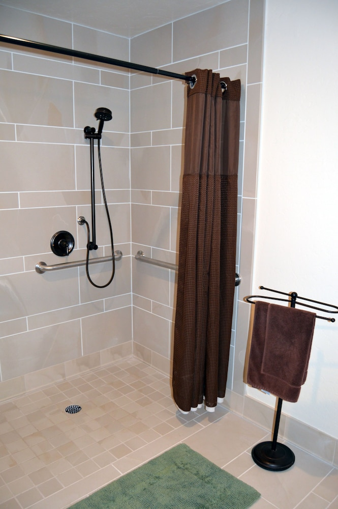 Bathroom Shower, Montecito Sequoia Lodge