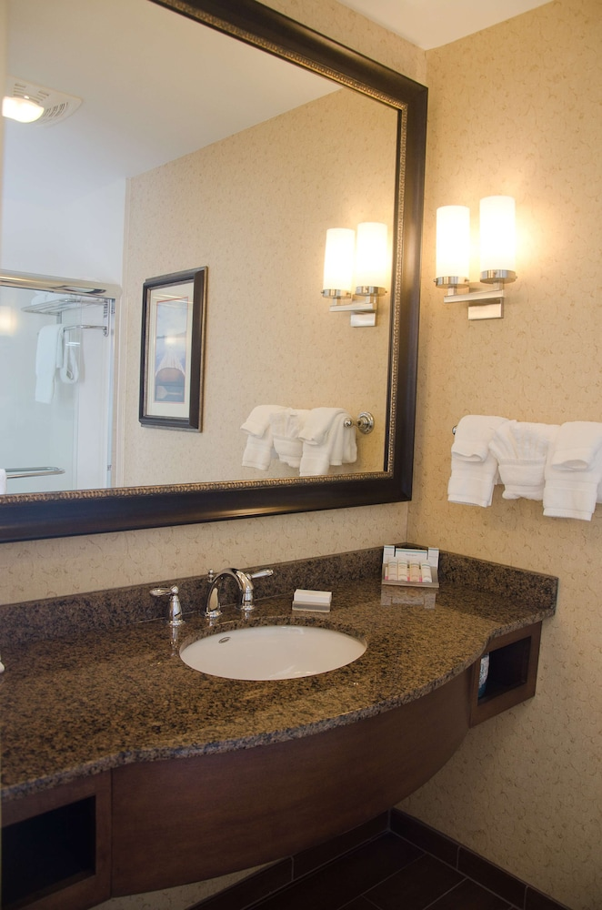 Bathroom, Hilton Garden Inn Watertown/Thousand Islands
