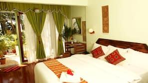 Premium bedding, Select Comfort beds, desk, blackout curtains