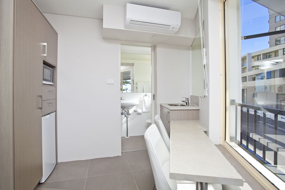Private Kitchenette, Manly Paradise Motel & Apartments