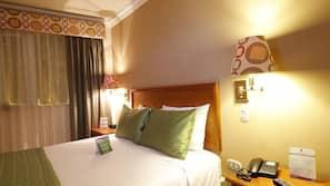 高級寢具、羽絨被、保險箱、家具佈置各有特色