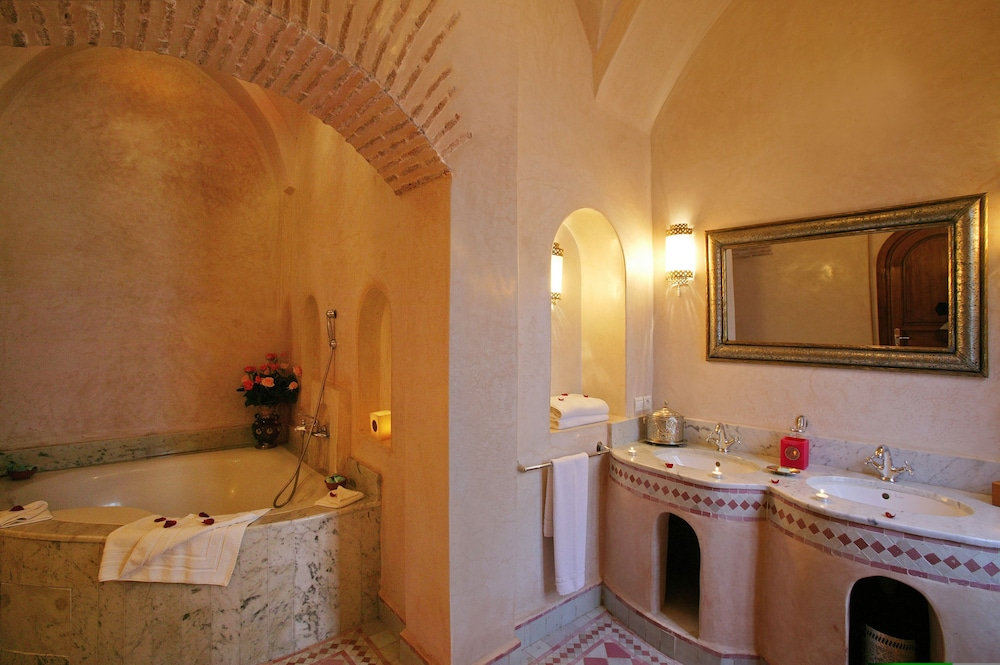 Riad spa esprit du maroc marrakech marocko for Salle de bain maroc