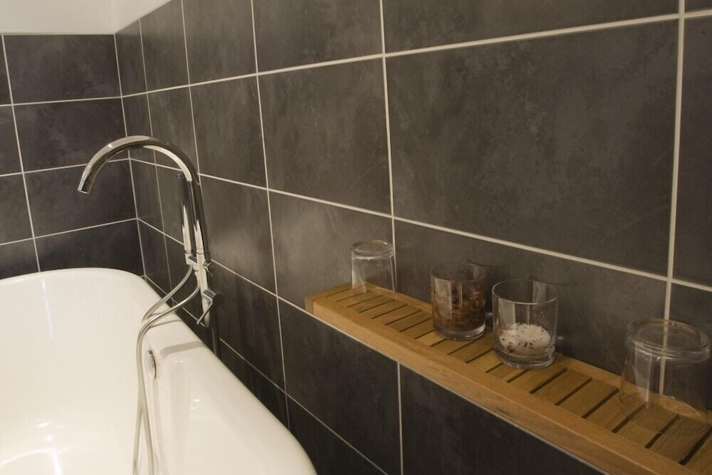 The boundary windermere gbr for Boundary bathrooms