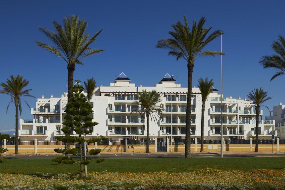 Pierre vacances apartamentos roquetas de mar in almeria hotel rates reviews on orbitz - Apartamentos almeria ...