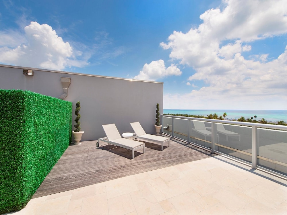 Luxury Rooftop Terrace Suite - Pool