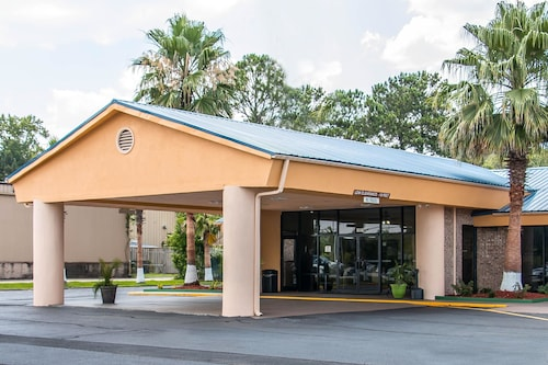 Check Expedia for Availability of Quality Inn Hinesville - Fort Stewart Area