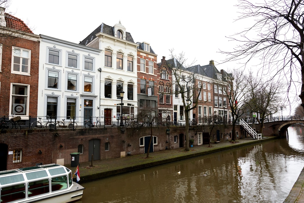 Mary k hotel reviews photos rates for Hotels utrecht