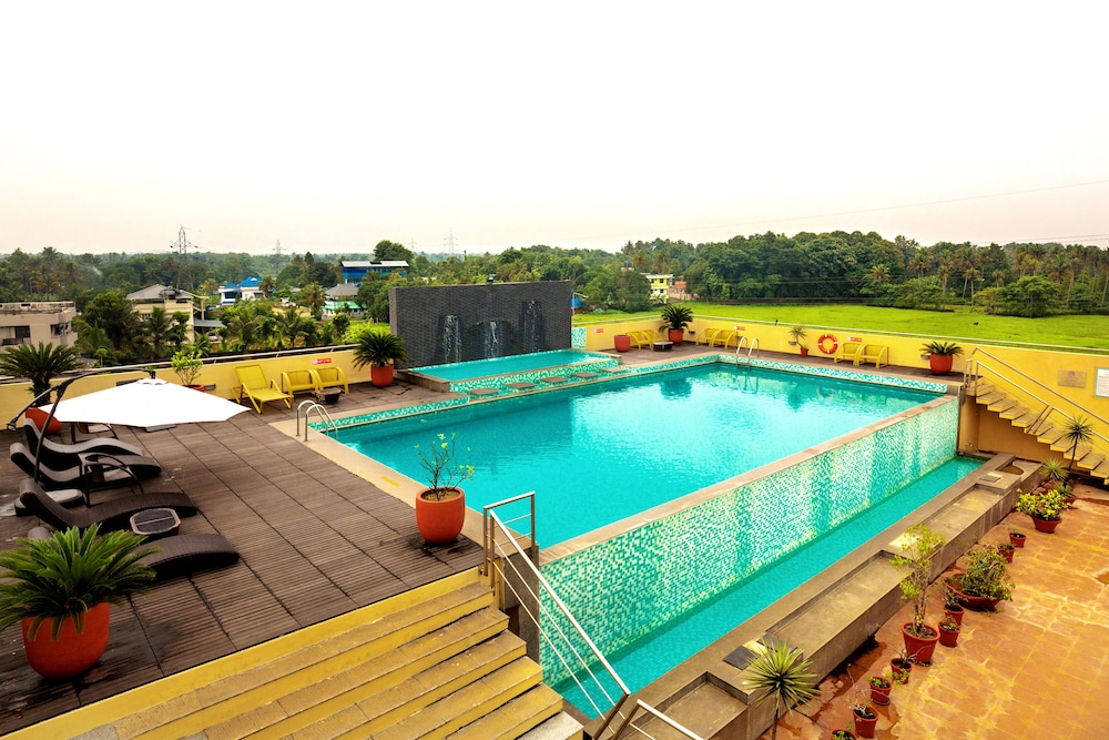 Pool, Flora Airport Hotel and Convention Centre Kochi