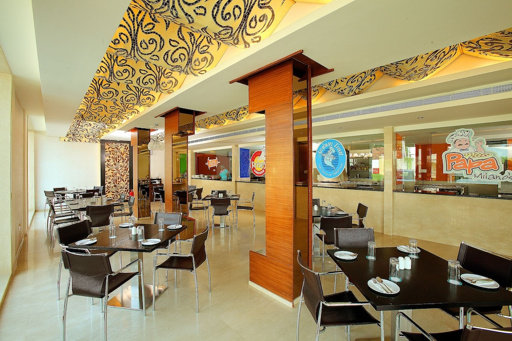 Restaurant, Flora Airport Hotel and Convention Centre Kochi