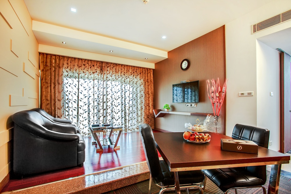 Living Room, Flora Airport Hotel and Convention Centre Kochi
