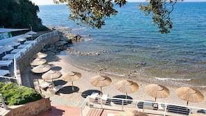 Spiaggia privata nelle vicinanze, sabbia scura, lettini da mare