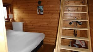 Premium bedding, individually decorated, desk, free WiFi