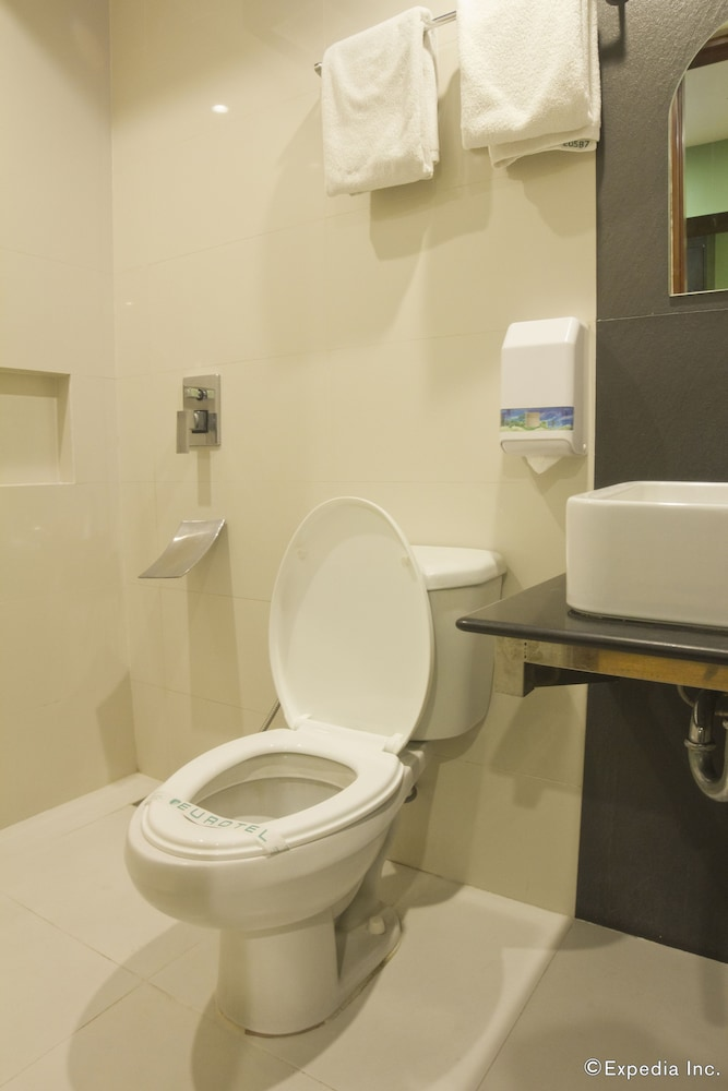 Bathroom, Eurotel North Edsa